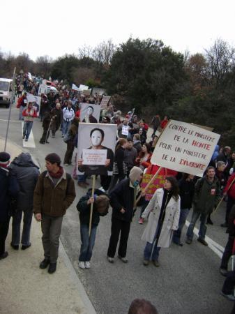 La marche pour la dignité de Montélimar à Donzère * 2/2010