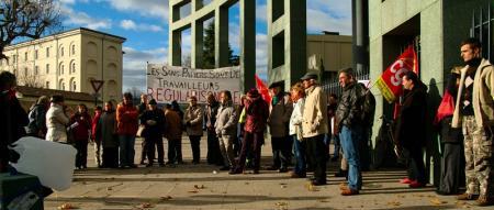 Manifestation devant la préfecture du 11 décembre 2009
