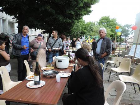 repas des voisin juin 2014 à Fontbarlettes